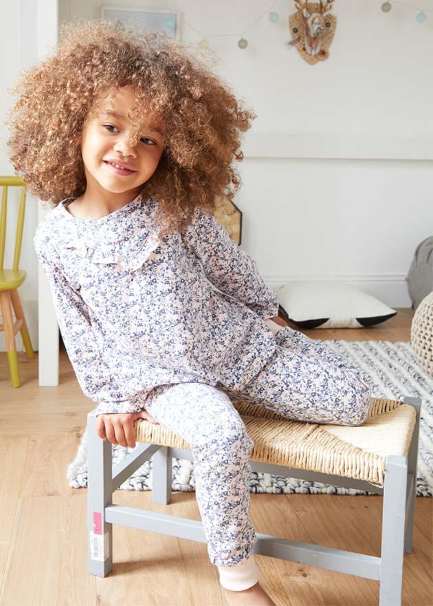 Le pyjama fleuri à volants